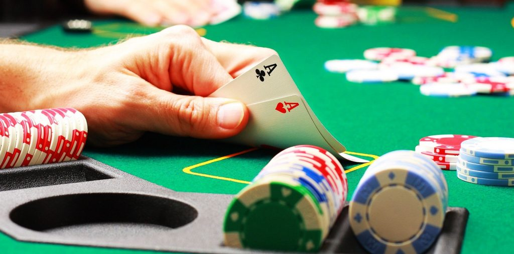 How to Play Poker with Other Players